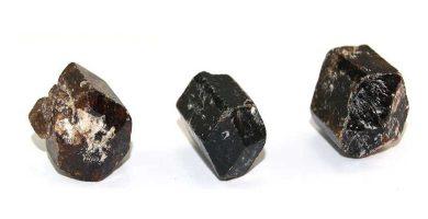 Turmalina marrón Dravita en bruto